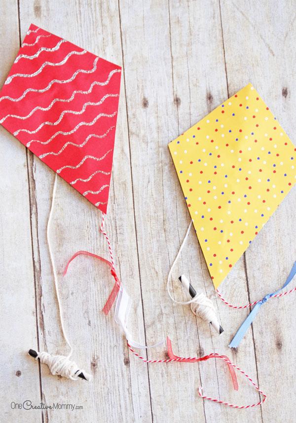 mini-paper-kites-craft-for-kids-4